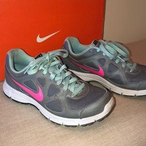 Nike Shoes - Women's Nike Revolution